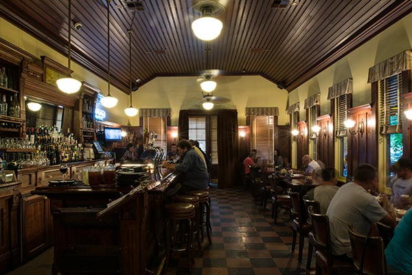 blue_wing_saloon_restaurant_600x400_4